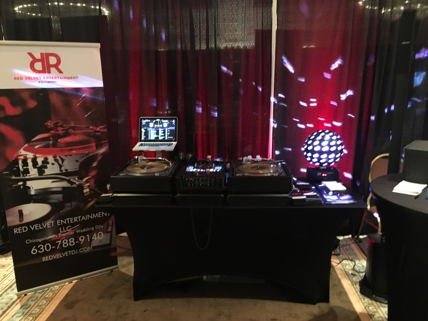 DJ in Carol Stream - Red Velvet Event DJ's & Photo Booth