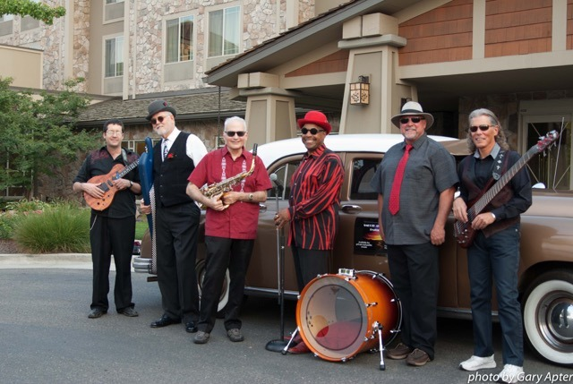 Musicians in Middleton - Smooth Avenue Band