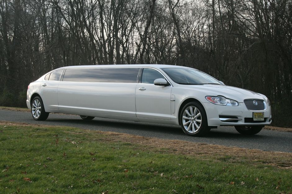 Transportation in Englishtown - First Class Limousine