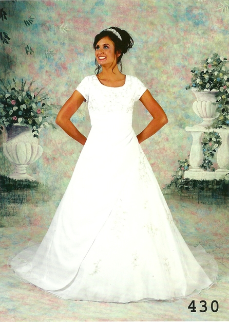 Lace links bridal and tuxedo rentals best wedding for Rent wedding dress dc